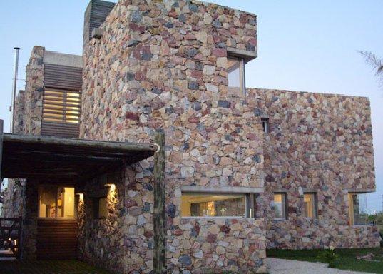 16 fachadas de casas con piedras planos y fachadas for Piedra rustica para fachadas