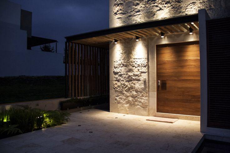 16 fachadas de casas con piedras planos y fachadas todo for Luces para exterior de casa