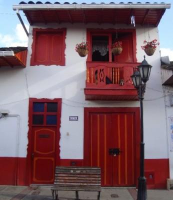 casa muy vieja colonial