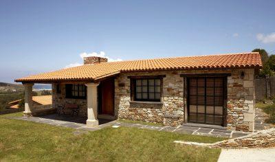 gi-fachada-casa-una-planta-rustica