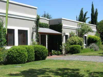 fachadas-de-casas-de-una-planta-16